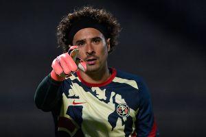 Guillermo Ochoa mandó mensaje a los burlones mostrando sus músculos