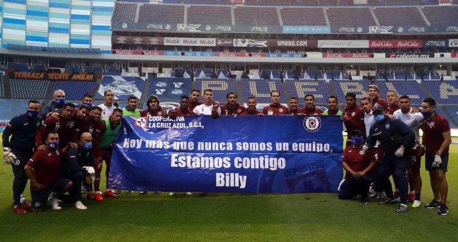 """Afición explota contra Cruz Azul por mostrar su apoyo a """"Billy"""" Álvarez"""