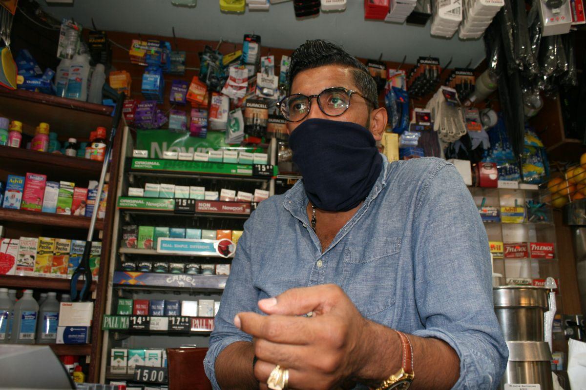 El bodeguero José Darío Collado lamenta la escalada criminal en NYC.