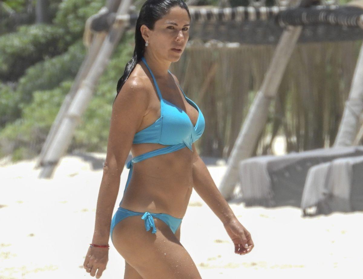 La periodista de Televisa, Paola Rojas, sorprende con cuerpazo en bikini en Tulum