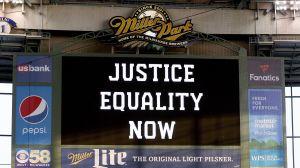 Jacob Blake: Milwaukee Brewers y Cincinnati Reds cancelan partido en protesta contra racismo
