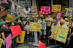 Aumentan presión para que aprueben ley que ampliaría permisos a vendedores ambulantes en NYC