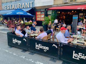 Con o sin COVID-19 los neoyorquinos volverán a disfrutar de restaurantes al aire libre en 2021