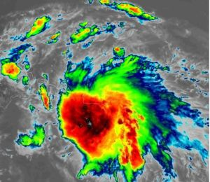 Más de 200,000 clientes sin energía eléctrica en Puerto Rico en pleno paso de tormenta tropical Laura