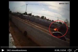 VIDEO: Matan a mujer y los sorprenden quemando el cuerpo