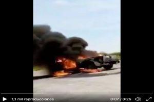 VIDEO: Cártel del Noreste secuestra a trabajadores de Pemex y quema camioneta donde viajaban