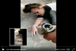 VIDEO: Narcos disparan en manos de mujer por vender drogas en su territorio