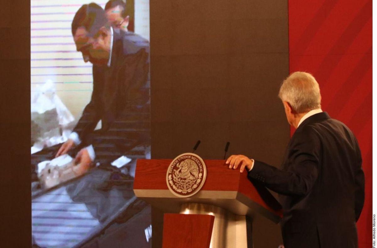 AMLO exhibió el video en la conferencia de prensa.