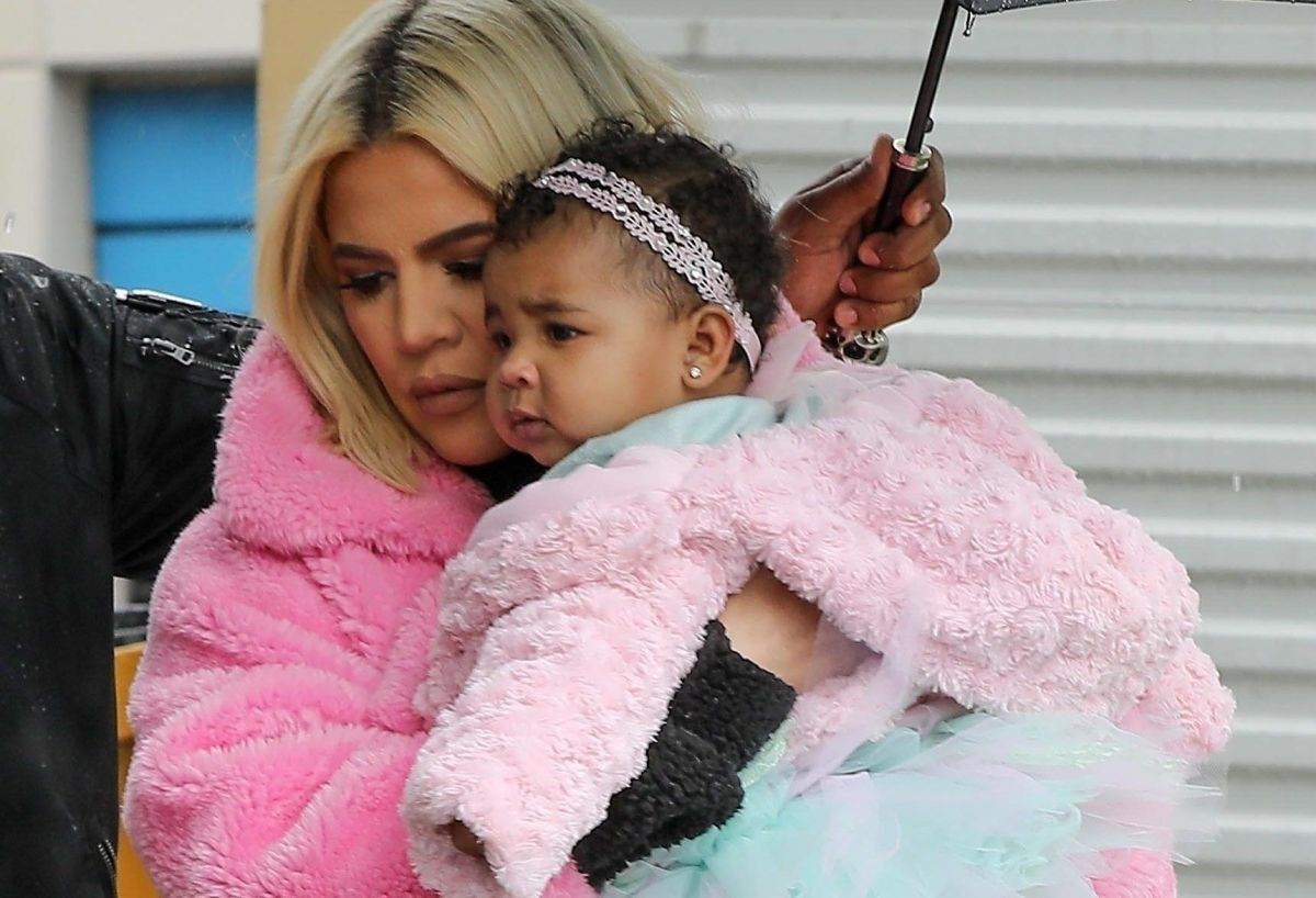 Khloé Kardashian y su hija True.