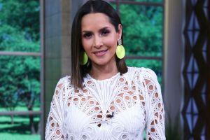 En ajustados leggings tie dye, Carmen Villalobos luce su retaguardia y deleita a sus fans