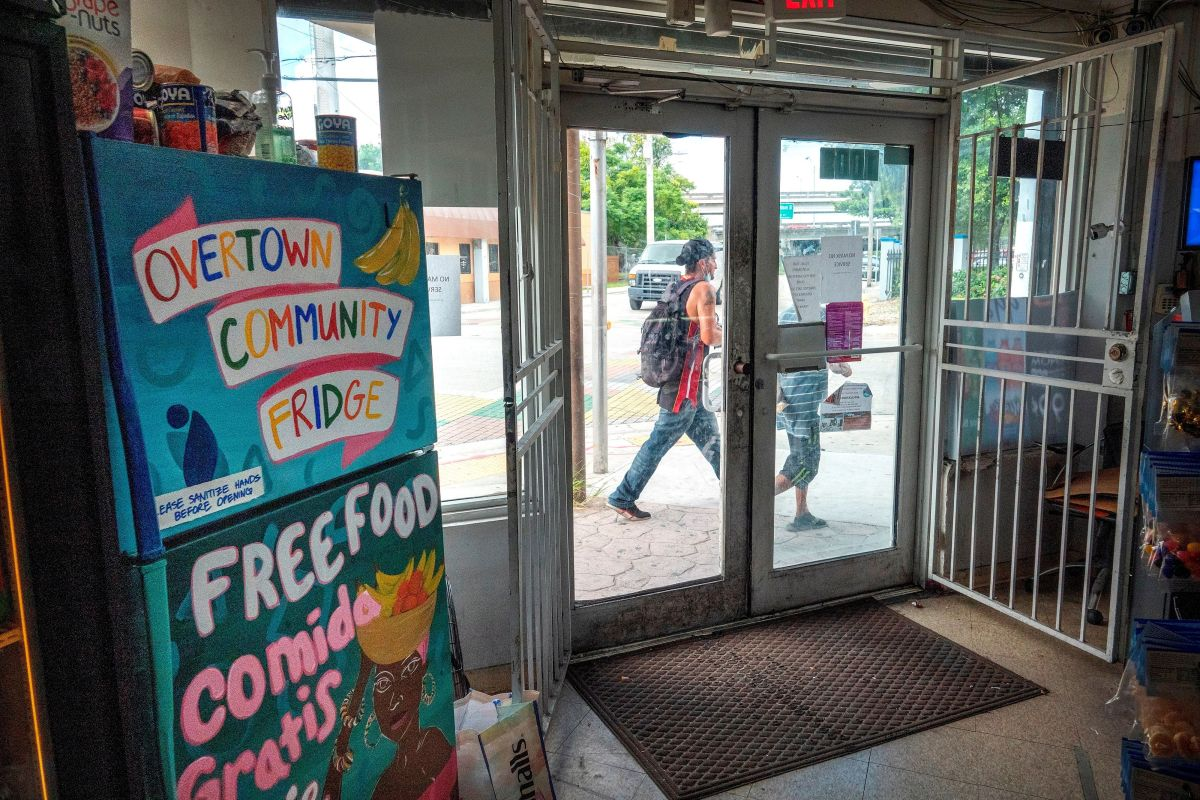 Comida gratis: Nuevas neveras comunitarias contra el hambre aparecen en Miami