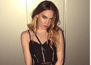 En sensual video, Belinda se besa a sí misma usando botas altas de látex