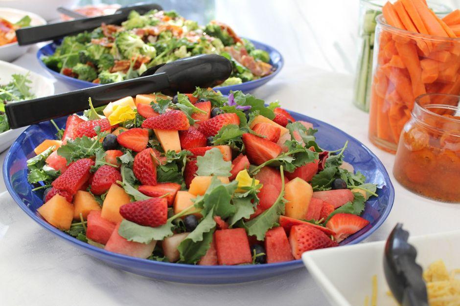 Los ingredientes que no pueden faltar en tu ensalada para que sea verdaderamente saludable