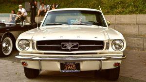Jason Momoa demuestra el amor incondicional por su esposa restaurando su primer auto, un Mustang 1965