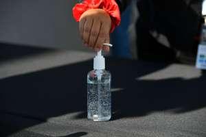 Cuatro personas murieron por beber gel desinfectante