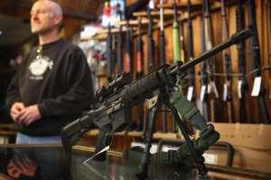 VIDEO: fanático de las armas casi muere cuando su rifle le explotó en la cara