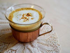 Remedios matutinos: Lo que un vasito de leche con cúrcuma puede hacer por tu salud