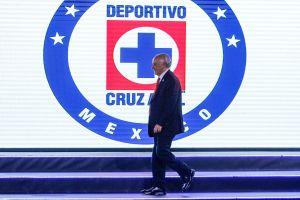 """Cruz Azul presume su avión privado mientras a """"Billy"""" Álvarez lo busca la Interpol"""