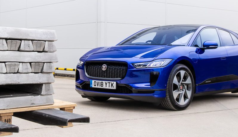 Así es como Jaguar Land rover crea autos a partir de latas recicladas
