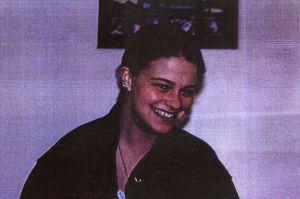 24 años después esclarecen en Alaska asesinato de adolescente que fue enterrada bajo tronco de árbol