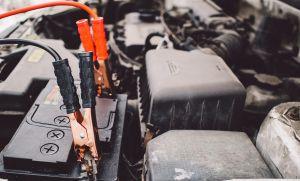 Cómo y cuándo debes recargar la batería de tu auto