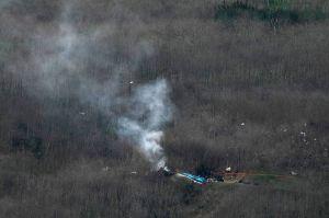 La compañía que operaba el helicóptero de Kobe Bryant demanda a controladores