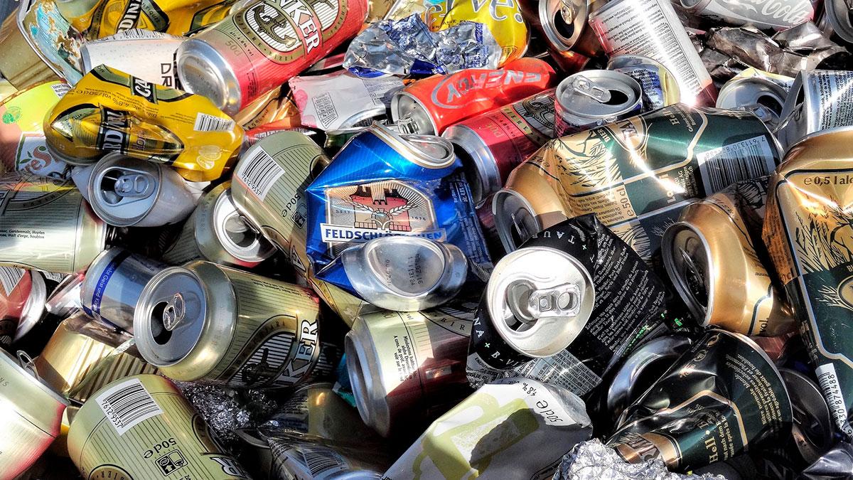 Lo que NO debes hacer al reciclar latas