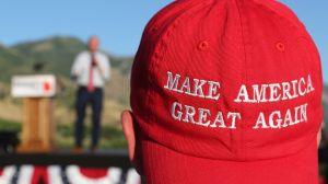 LeBron usa gorra de Trump para pedir justicia racial