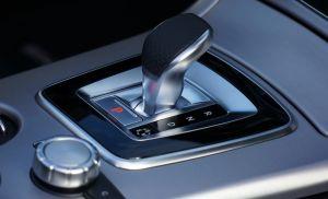 6 señales que indican serios problemas en la caja de cambios automática de tu auto
