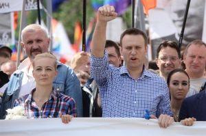 Alexéi Navalni, líder opositor ruso está en coma, su portavoz afirma que fue envenenado