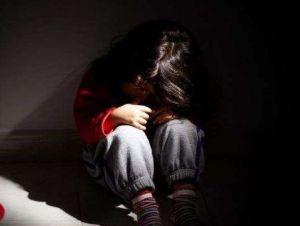 Doctor llora desolado al ver a niño gravemente herido por golpiza de sus padres
