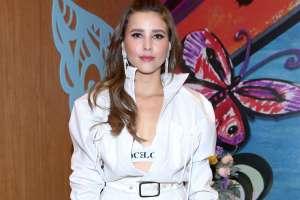 Paulina Goto se muestra muy sexy, usando un body con medias de animal print