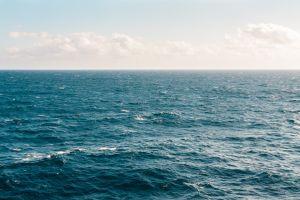 Rescatan a niña de 4 años que se encontraba flotando sobre salvavidas en medio del mar