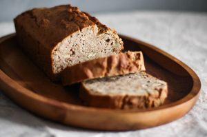 Irresistiblemente saludable: Receta de cálido pan de manzana con canela y nuez