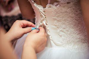 Desata burlas en internet por comprar vestido de novia sin estar comprometida