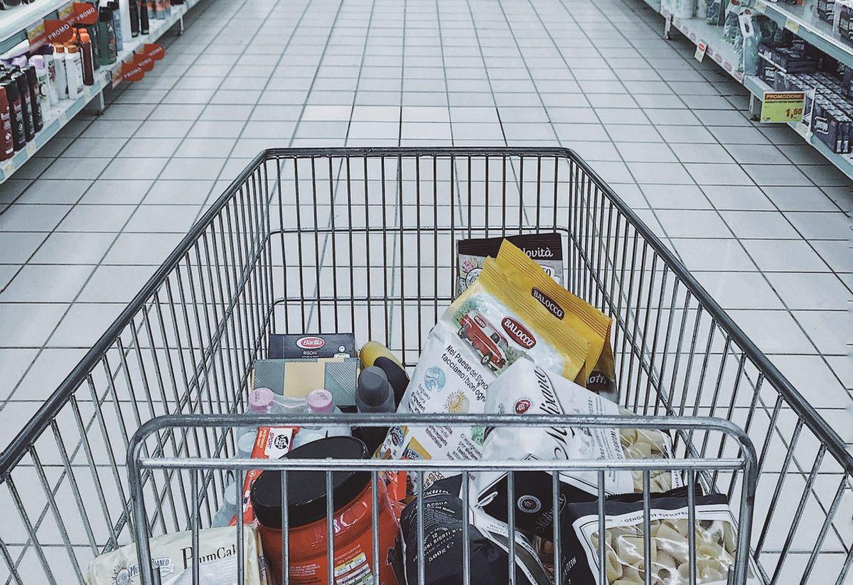 """Gana """"un minuto feliz"""" en un supermercado y sorprende a todos con los productos que eligió"""