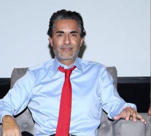 Las hijas de Raúl Araiza lo engañan para grabar un TikTok y el conductor reacciona a su travesura