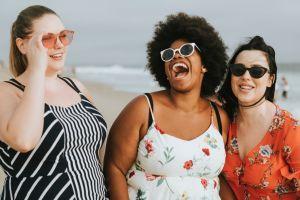 Las mejores prendas plus size frescas y coloridas para usar en verano