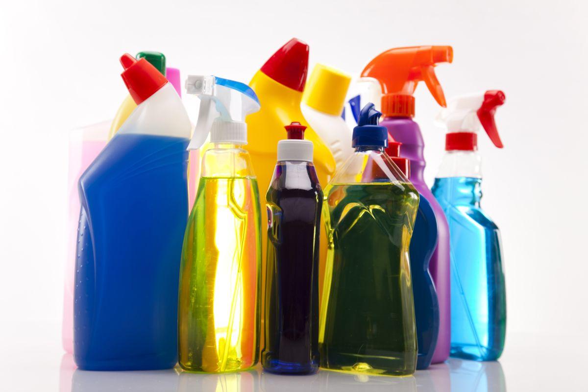 Mezclar 2 productos de limpieza la llevó a la muerte
