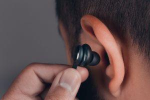 ¿Los auriculares de tipo tapón dañan los oídos?