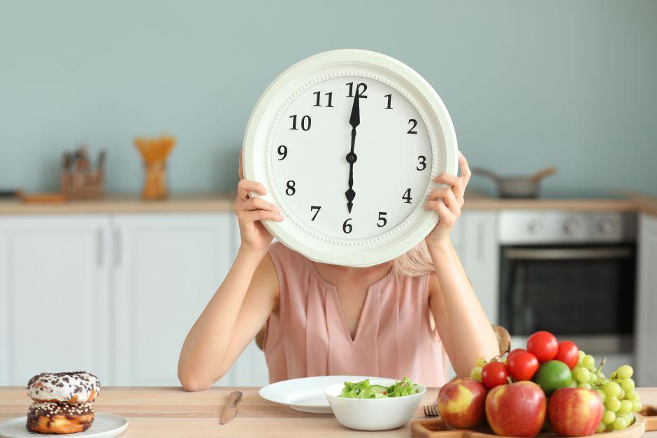 Qué debes saber de la dieta rápida para adelgazar del Dr. Mosley, inspirada en los beneficios del ayuno intermitente
