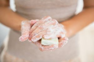 4 jabones hipoalergénicos que son suaves y no dejan la piel seca