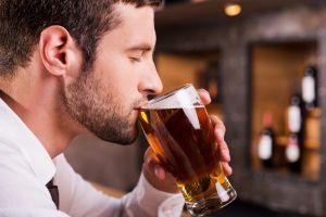Estas son las fascinantes similitudes entre el whisky y la cerveza