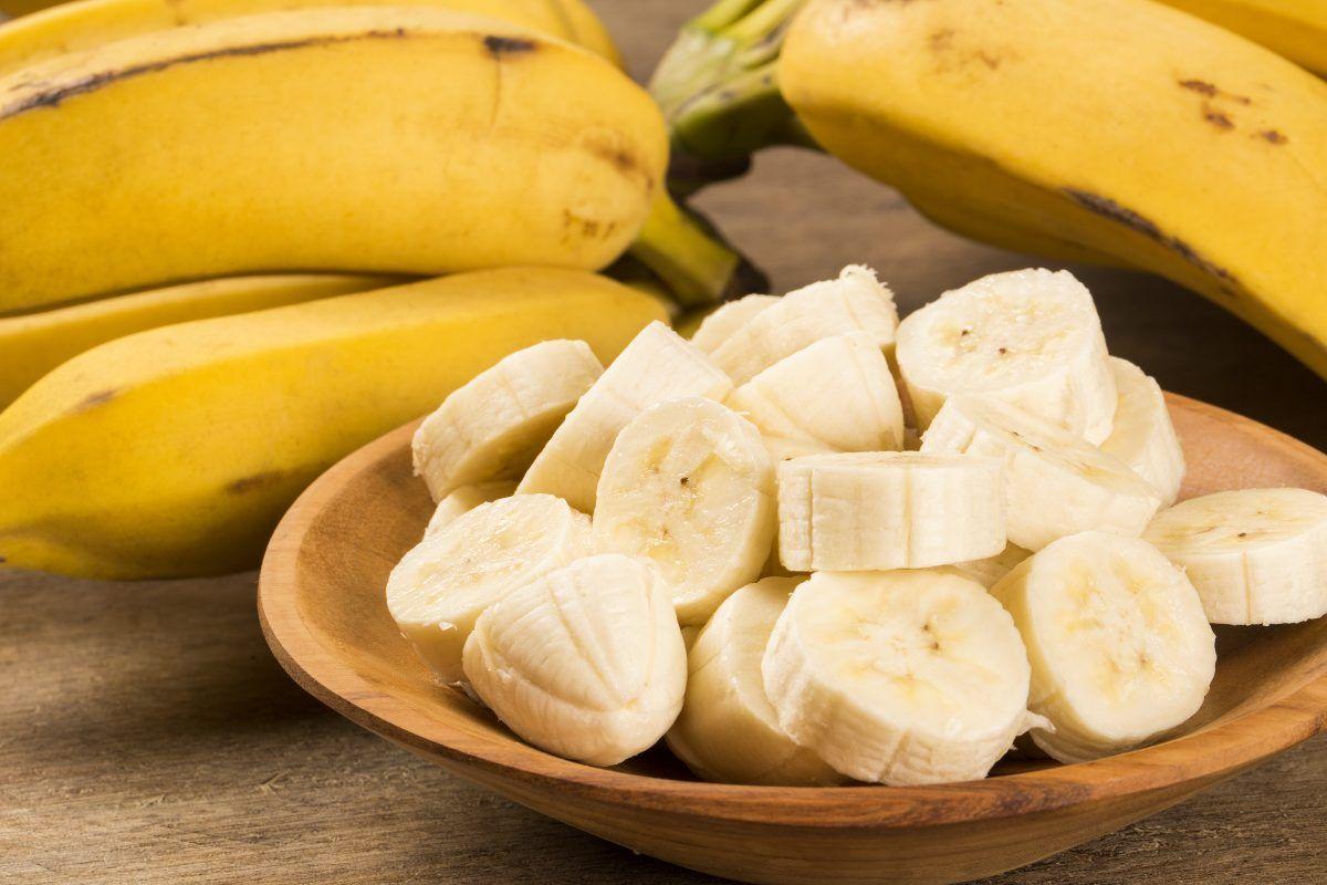 El plátano es fuente de vitamina B6, cuya deficiencia puede contribuir al debilitamiento del sistema inmunitario.