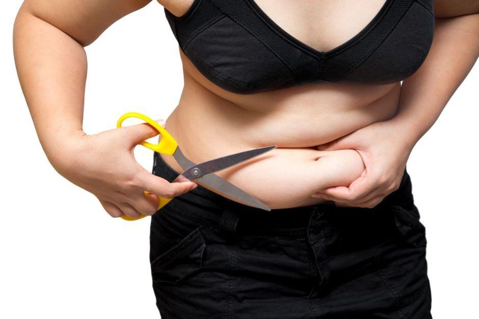 6 malas costumbres que debes evitar si estás tratando de perder grasa abdominal