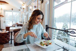 Por qué comer poco es la llave de la longevidad