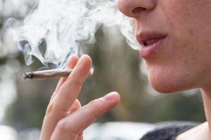4/20: ¿Por qué quienes fuman marihuana luego tienen tanta hambre?