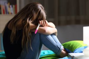 La sorprendente reacción de una madre al enterarse que su hija adolescente está embarazada que se volvió viral