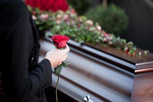 Desapareció por varios días y la dieron por muerta; reapareció a los 8 días de su funeral