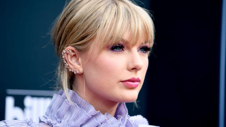 """Taylor Swift vende más de 2 millones de copias de """"folklore"""" y bate récords en su primera semana"""